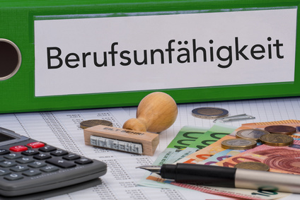 Aktenordner (grün) mit Beschriftung Berufsunfähigkeit